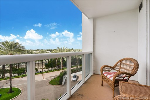 Collins Ave 10200