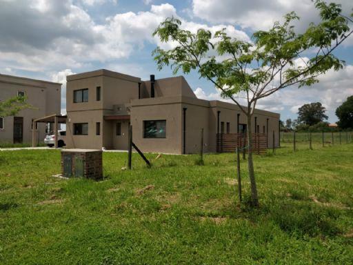 Area 1 Nuestra Señora del pilar, Casa  211